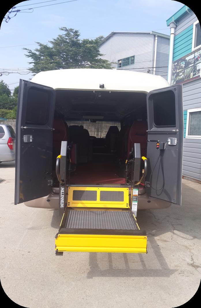 카운티 뒷문형 휠체어 리프트.png